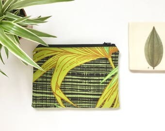 Zipper Pouch Purse  - Vintage 70s Fabric Jungle Style Palm Leaves