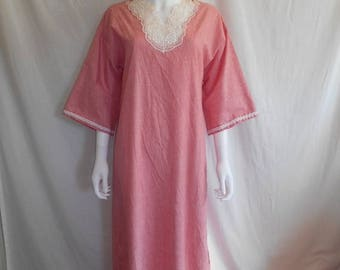 Closing Shop 40%off SALE 70's 80's    Red white stripped maxi dress night gown