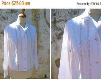 ON SALE Vintage 1950/50s white cotton eyelet mid century long sleeves  blouse size S/M