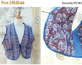 ON SALE Vintage 1970/70s quilted vest printed paisley from India /Hippie/boho