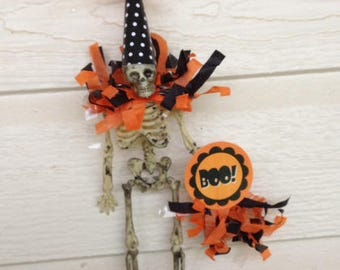Halloween Decoration  Skeleton  with a Boo Sign Halloween Ornament