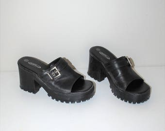 90s lug sole platform sandals 1990s grunge slip on chunky heel black vegan leather slide platforms size 7.5
