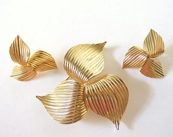 Vintage Sarah Coventry Trillium Brooch and Clip Earrings, Goldtone Demi Parure