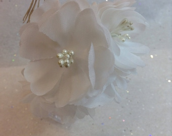 Handmade Vintage millinery 'Pansy' bunch new old stock pristine Pure White with pearl hat trim wedding trim