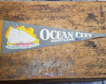OCEAN CITY, MARYLAND old vintage nautical souvenir felt pennant flag