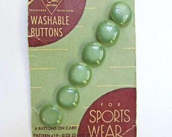 Card of 1940's Vintage Plastic Buttons for Sports Wear, Green Buttons, Vintage LeChic Buttons Card