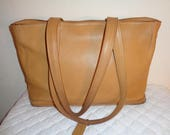Coach USA  XL Bleeker tote, satchel, purse,  camel tan handbag top zip tote, Coach mod 9306 , very rare with lots of character