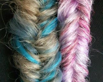 Mermaid fishtail braid made with mixed pink kanekalon. Mounted on strong elastic and measuring approx 26 inches in lenth.