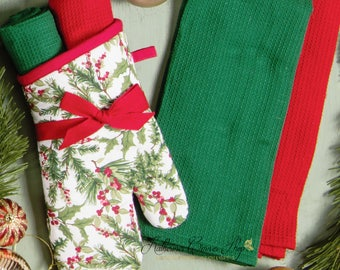 Holly Berry Oven Mitt Set
