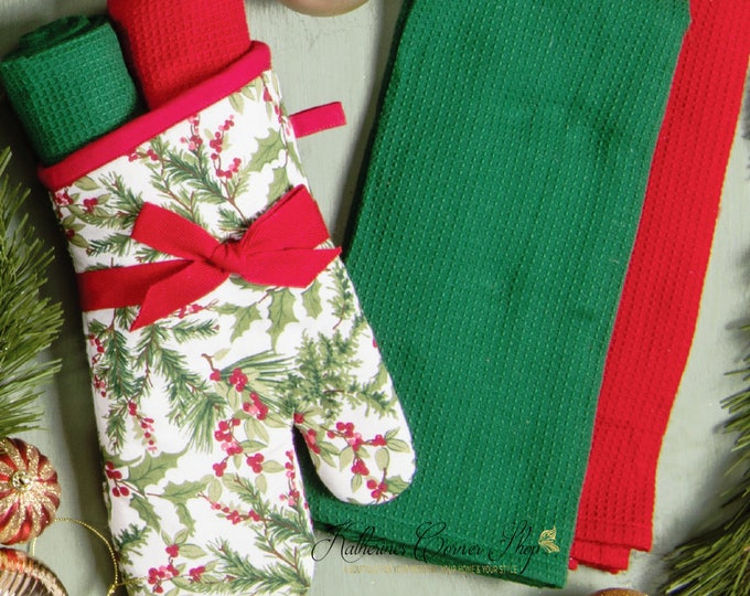 Featured listing image: Holly Berry Oven Mitt Set