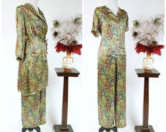 Memorial Weekend Sale - Vintage 1940s Pajamas - Fabulous Rayon Charmeuse Satin 3 Piece Paisely Print 40s Loungewear Set With High Waist Pant
