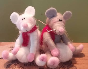 "Whimsical 3"" Mouse with snowball - NEW for 2017"