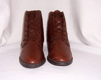 Sz 8m Vintage brown leather 1990s women Danexx flat lace up granny ankle boots.