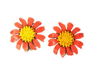 1960s Pink and Yellow Enamel Flower Gerber Daisy Flower Floral Vintage Clip On Earrings