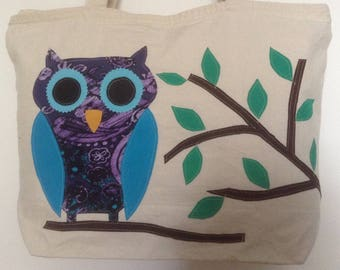 Zippered tote with Owl design