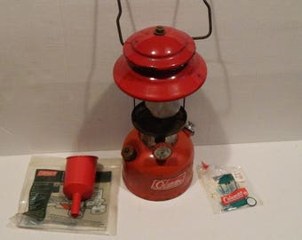 Vintage Coleman model 200A Single Mantle LANTERN