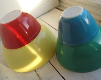 Vintage Pyrex Primary Mixing Bowl Set of 4 Complete Blue Red Green Yellow