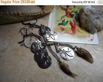 THE BAYOU. Turtle claw, fleur de lis and vintage button earrings Bohemian Hoodoo Gyspy talisman voodoo magick ritual Nola