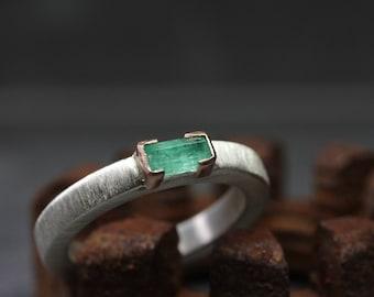 Raw Genuine Emerald Wedding Band Silver 14K Rose Gold Ring Minimalistic Modern Zen Pale Green Rough Gemstone Rod May Birthstone - Beryl Bar