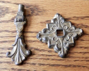 one (1) antique cast iron metal fancy teardrop pull vintage original