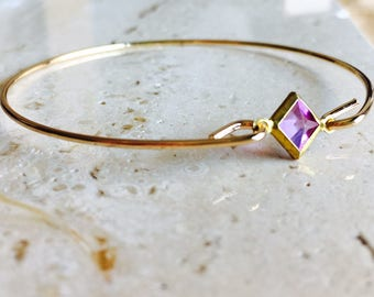Gold Plating raw brass Bangle Bracelet. Amethyst color diamond shape vintage lucite gemstone. Geometric Jewelry.