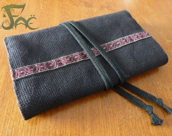 Pouch/tobacco black stripe and floral lining