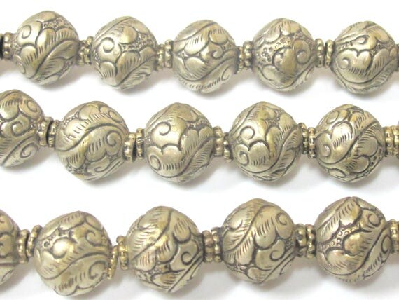 1 BEAD - Tibetan silver repousse carving floral design rondelle oval shape beads from Nepal  -  BD966