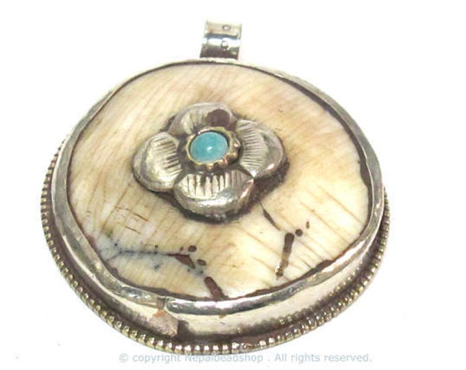 1 pendant - Ethnic Tibetan silver naga conch shell  pendant with turquoise inlay and floral carving on reverse side  - PM587A