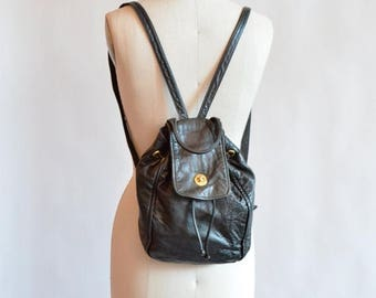 25% off Storewide // SALE / Vintage 1990s black LEATHER mini backpack