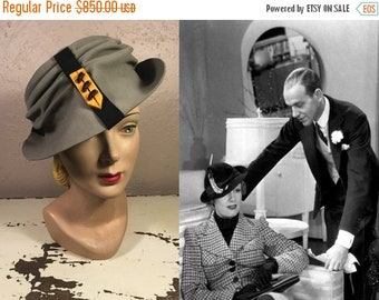 Anniversary Sale 35% Off The House of Roberta - Vintage 1930s Caroline Reboux Grey Felt Slouch Peaked Fedora Hat w/Chevron Pin - Museum Qual