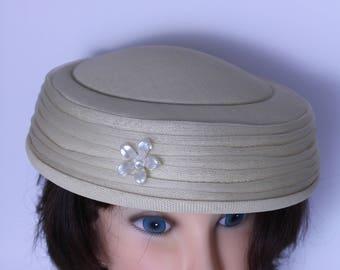 Vintage 1930s Hat  Beige