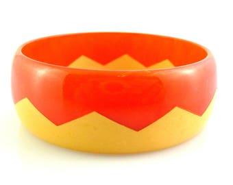 Vintage 1930s Art Deco Geometric Zig Zag Design Marbled Orange & Cream BAKELITE Bangle BRACELET
