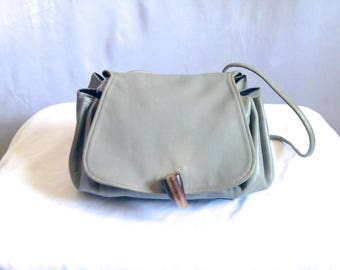Vintage Gray Leather Accordion Cross Shoulder Saddle Bag with Polished Steer Horn Decorative Clasp