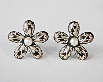 Japanese Pearls Flower Earrings Black Enamel Japan Silver Daisy Vintage Jewelry Screwbacks 925 Sterling Silver 1950s 1960s Antique Jewelry
