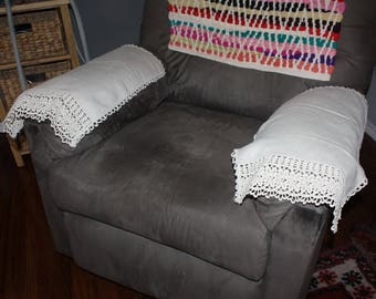 Pair Vintage Chair Sofa Arm Covers Doilies Off White Lace Trimmed