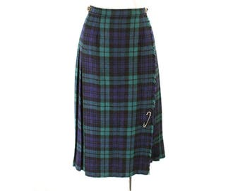 Size 8 Kilt Skirt - Beautiful 1980s Navy & Green Plaid Pleated Skirt - Scottish Classic Tartan with Leather Buckle - Waist 26.5 - 48792