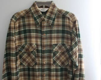 Vintage Woolrich Overshirt / Mens Plaid Wood Jacket / Large / Green and khaki