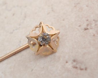 Shamrock Stickpin Gold Tone Clear Rhinestone Vintage V0556