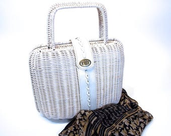 White Wicker, Vinyl Coated, Made in Hong Kong Purse, Twist Clasp with White leather accents Handbag, Retro Fashion, circa 60s