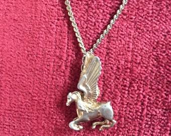 Vintage 1990s 1928 brand goldtone flying horse pendant necklace