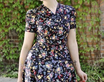 SUMMER SALE 40s floral dress in black cotton with flowers, size US 8 / summer dress / lindy hop dress / vintage style dress