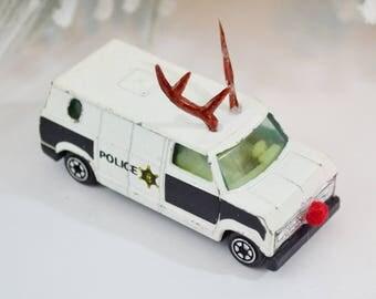 Reindeer Police Van Decorated Vintage Diecast Vehicle Chistmas Decoration Red Nosed Reindeer Antlers