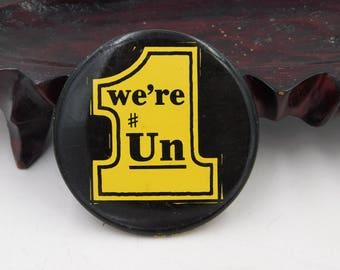 """1970's Vintage 7up The Uncola Advertising Pin Pinback Button That Reads """"  We're # UN """" dr50"""