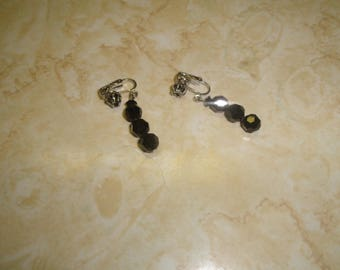 vintage clip on earrings silvertone black lucite beads dangles