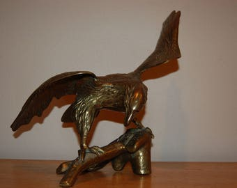 Made in Korea Sculpted in solid brass American Bald Eagle sculpting Huge Spread Eagle Perched on Tree Branch Dramatic Eagle Wings Spread VGC