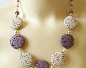 Collier Pierre de Lave teintée Beige et Prune lentilles 25mm, Lépidolite / Plaqué or et métal doré - Purple and beige Lava necklace