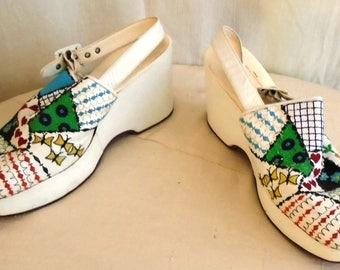 Vintage 1970s Shoes White Platform Wedges with Multi Colored Embroidery Slingback Size 10
