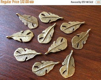 ON SALE 100 x Antique Brass Feathers Bronze Small Natural Feather Charms