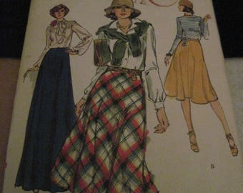 Vintage VOGUE Pattern #9694...sz.33...2 SKIRTS....1970'S....#20....