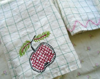 Apple Embroidered Dish Towel Set / 2 Vintage Cotton Towels / Kitchen Towels / Hand Embroidery /Green Checked / Country Kitchen / Apple Decor